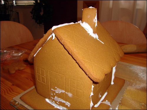 gingerbread house, bare