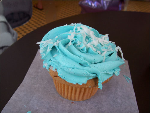 Blue Hawaii Cupcake, yum!
